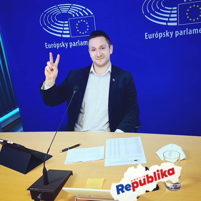 Milan Uhrík sa v Europarlamente zastal Poľska a Maďarska v ich snahách presadiť pravidlá pre masmédiá