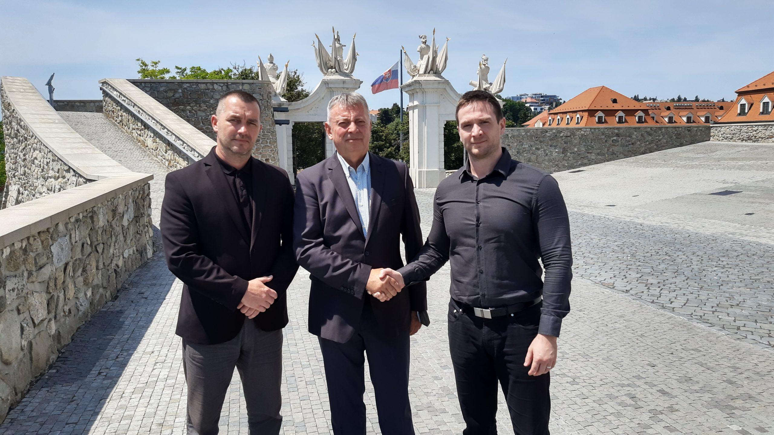 Brigádny generál v.v. PhDr. Jozef Viktorín sa dnes pridal do profesionálneho tímu REPUBLIKY